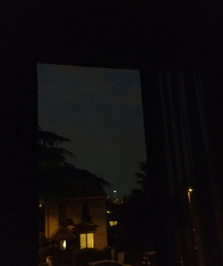 #AMAFENETRE Catherine, Chatillon, 11 avril / A ma fenêtre, brille la tour M
