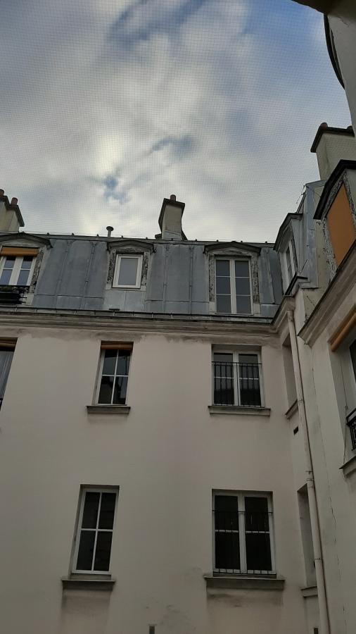 #AMAFENETRE Chantal,Paris 13e, 2 avril / Mon ciel grillagé