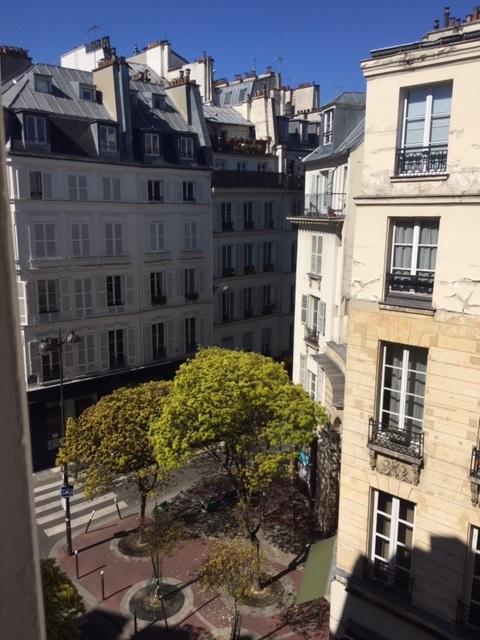 #AMAFENETRE Isabelle, à Paris le ciel n'a jamais été aussi bleu,  30 mars