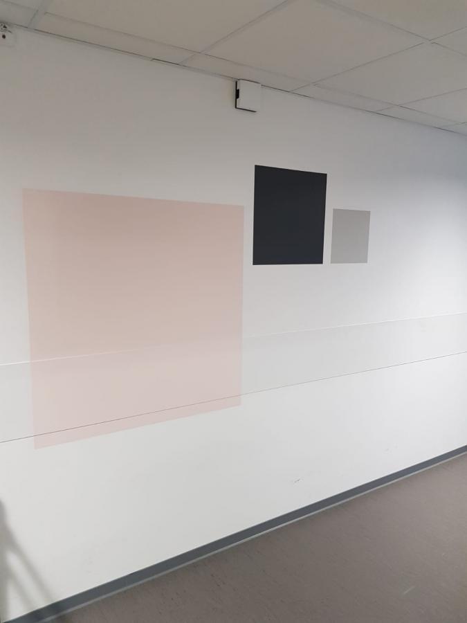 #AMAFENETRE Matthias, Vitry, 26 mars / La joie de travailler en sous-sol : un joli mur carré à la place de la fenêtre, sur lequel on peut projeter son imaginaire...
