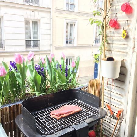 #AMAFENETRE Mustapha, Paris 20e, 25 mars / BBQ de Fenêtre. Pour Un bon confinement, se faire plaisir à table !