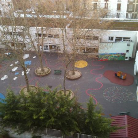 #AMAFENETRE Pierre, Belleville, Paris 23 mars / plus personne dans la maternelle depuis 8 jours, qu'ont-ils fait de nos enfants ?