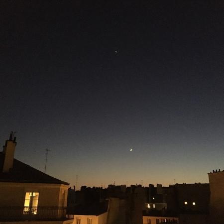 #AMAFENETRE Sylvain, Paris 12e, 26 mars  / La lune avec sa lumière cendrée