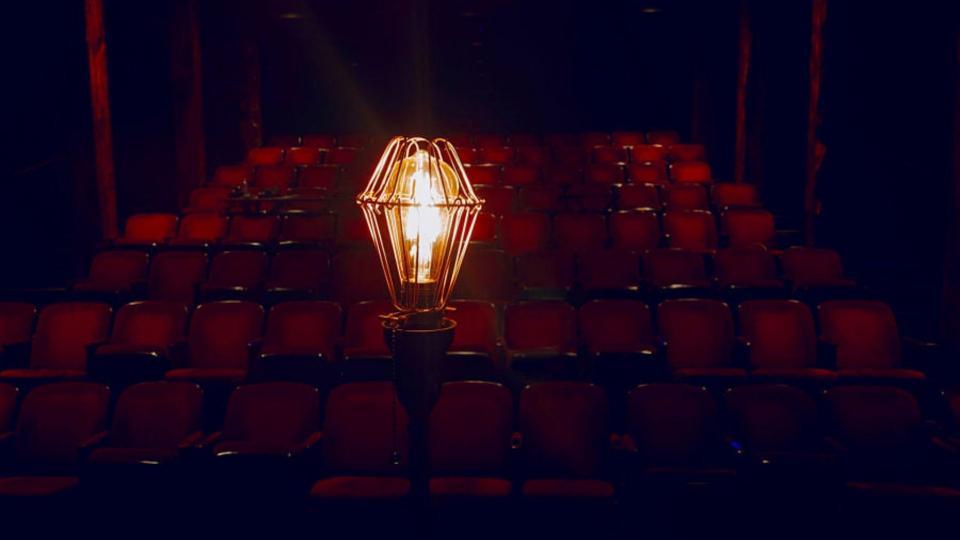 La servante sur la scène du Bluebarn Theatre (Omaha, Nebraska) en mars 2020.  © Bill Kirby