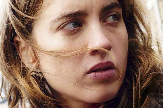 portrait d'Adèle Haenel, l'héroïne du film La Fille inconnue